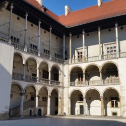 wawel-castle-courtyard