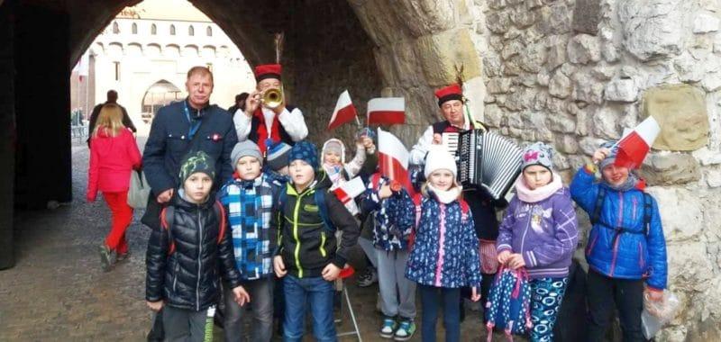 Spacer z dziećmi w dzień niepodległości