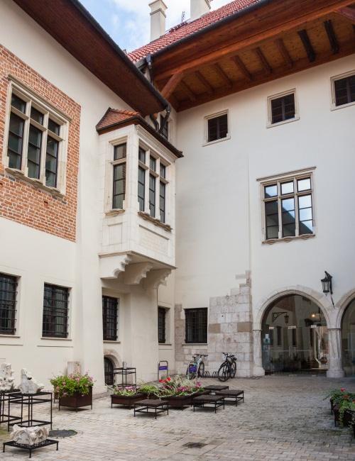 Pałac Biskupa Erazma Ciołka - dziedziniec